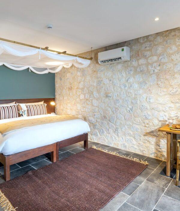 Deluxe Suite Bedroom 2