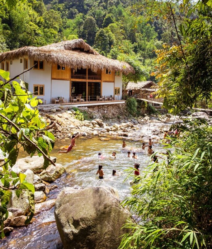 Riverside-Lodge-River